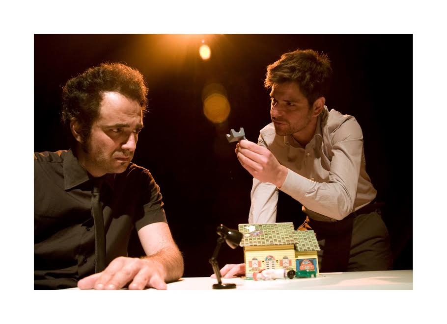 Xavo Giménez y Toni Agustí durante una escena de la obra.