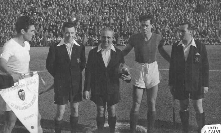 Juan Ramón antes del amistoso ante el San Lorenzo de Almagro de 1947